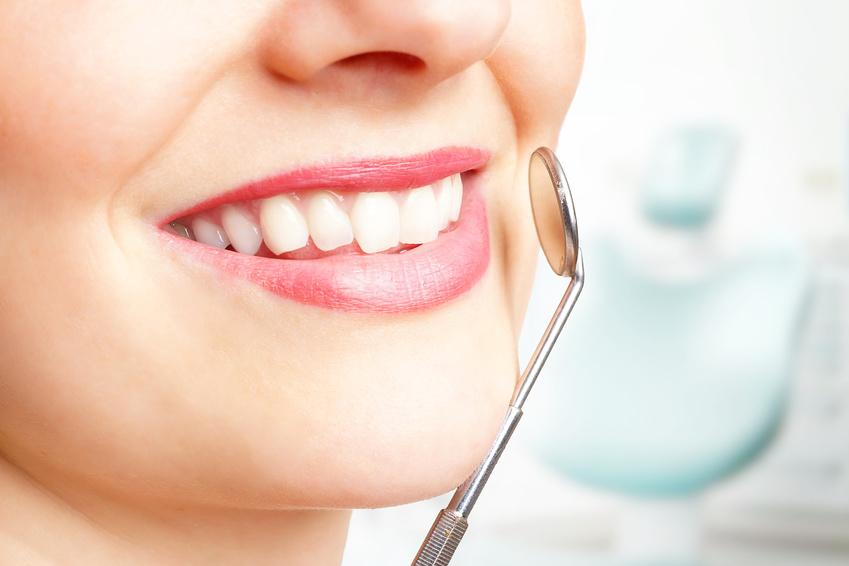 Untersuchung beim Zahnazt